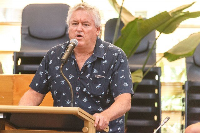 Belongil landowner John Vaughan addresses council (October 30, 2014). Photo Eve Jeffery.
